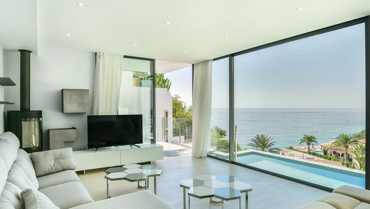 Luxury villa with sea views in Maryvilla