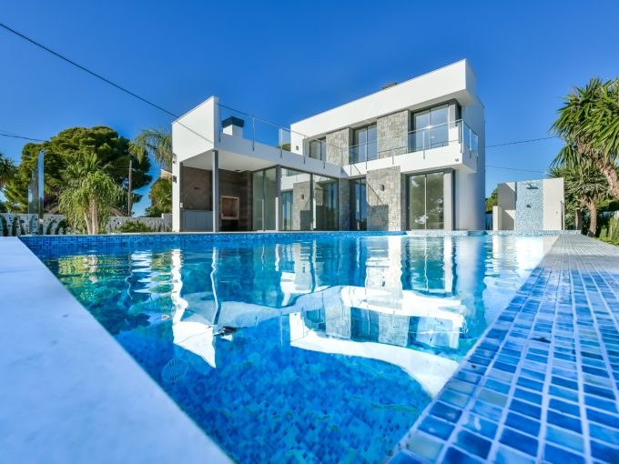 MODERN VILLA CLOSE TO THE BEACH IN CALALGA