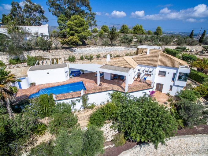 VILLA ON A TOP LOCATION IN MORAIRA
