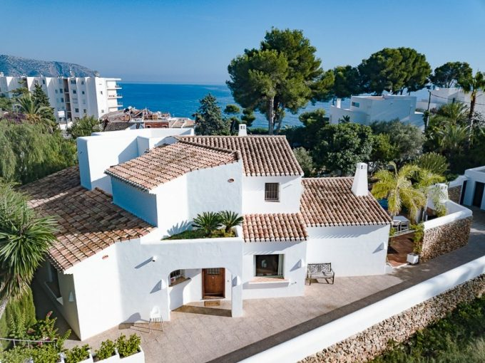 Villa at walking distance from the beach in Moraira