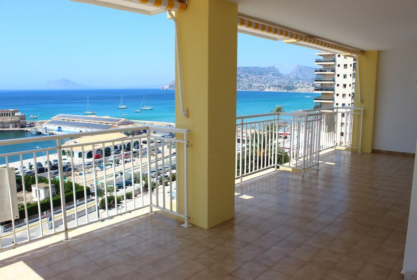 Renovated first line apartment in Calpe
