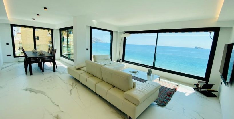 Renovated first line apartment in Benidorm